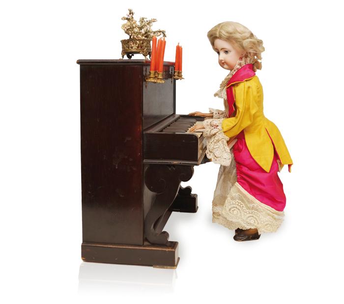 Klavierspielerin-freigestellt-02
